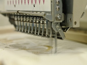 embroiderer-369100_640